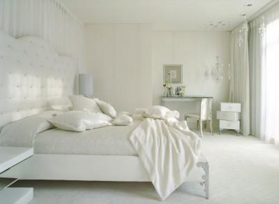 antique-superb-white-bedroom-decoration